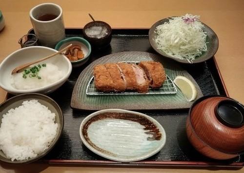おろしひれかつ定食.jpg