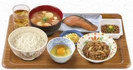 とん汁・牛皿・鮭・納豆朝食.jpg