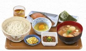 とん汁・鮭・納豆朝食.jpg