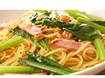 サラダ小松菜とベーコンのペペロンチーノ.png