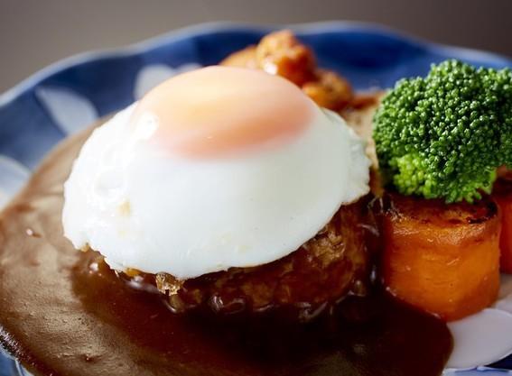 彩り野菜の目玉焼きハンバーグ.jpg