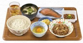 牛皿・鮭・納豆朝食.jpg