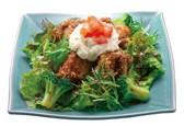 鶏竜田揚げとポテトのねぎソースたっぷり野菜の定食.jpg